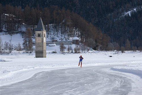 Ice skating on the lake of Resia